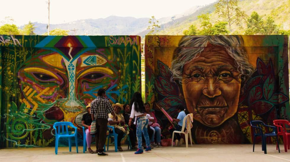 Representación de la deidad inca Pacha Mama en el polideportivo de Toribío, en Cauca, Colombia.
