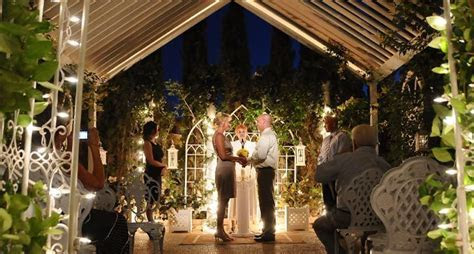 Las Vegas Outdoor Garden Weddings, how cute is this