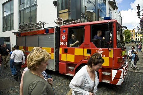 FIRE ENGINE IN TEMPLE BAR by infomatique