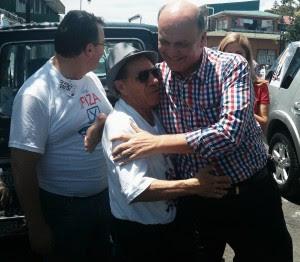 Rodolfo Piza votó en Barrio Aranjuez minutos antes de las 11:00 a.m. (CRH)