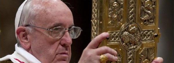 Indulgenza di Papa Francesco per chi soccorre i clandestini. Ma sono gli italiani che pagano e soffrono