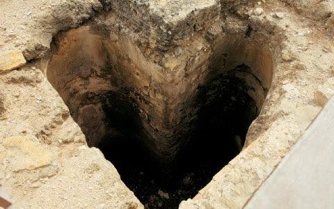 Μια σωστή «καρδιά» σχηματίζει αυτή η δεξαμενή, από τα περίεργα «παιχνίδια» της αρχαιολογικής σκαπάνης.