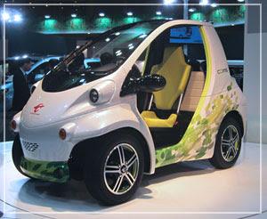 トヨタ車体の超小型電気自動車「コムス」。かわいー♪