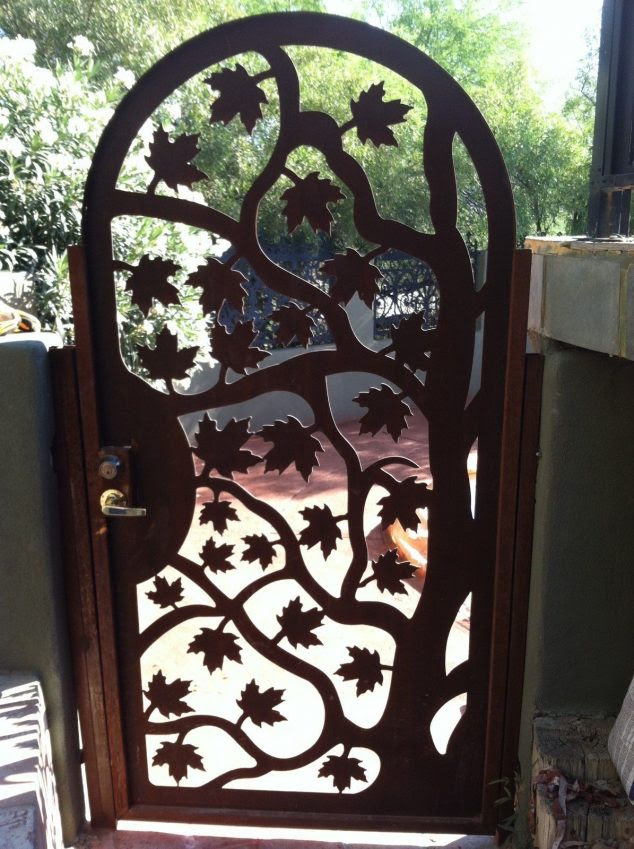 355051.1038204 634x849 15 Decorative Metal Gate Design for Amazing First Impression