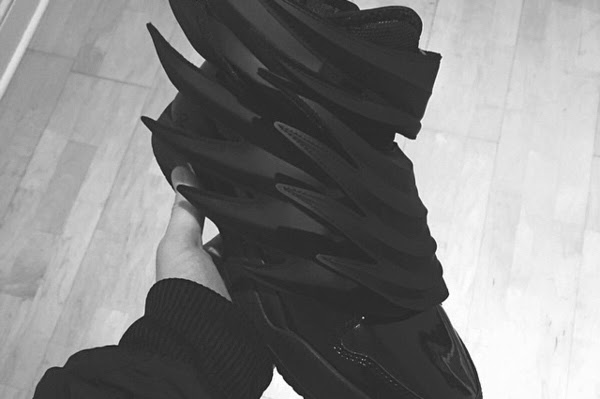 554-a-first-look-at-the-jeremy-scott-x-adidas-originals-js-wings-dark-knight-1