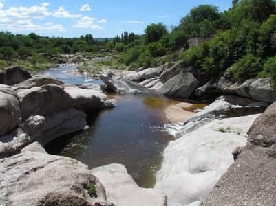 Ríos y arroyos enmarcan en paisaje del valles de Traslasierra.