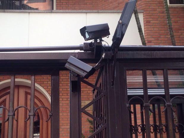 Prédio onde mora Ronan Maria Pinto tem câmeras (Foto: Glauco Araújo/G1)