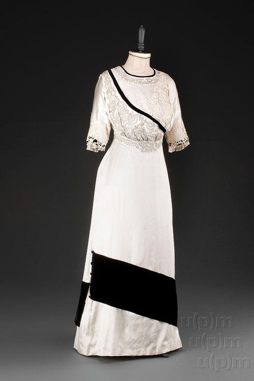 Evening dress, 1907-10 From the Museum of Decorative Arts in Prague