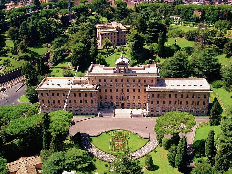 Fil: Vatican Gardens 4.jpg