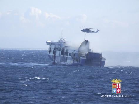 Norman Atlantic: Μακάβριο αλαλούμ με το Norman Atlantic - Τουλάχιστον 13 οι νεκροί - Mε δάκρυα στα μάτια συγγενείς παρακαλούν για ενημέρωση