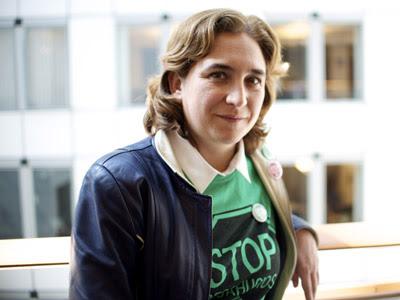 La portavoz de la Plataforma Antidesahucios (PAH) en Bruselas tras presentar su petición a la UE. CRISTINA CUENCA