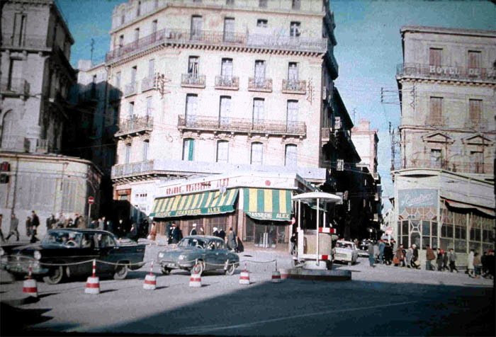 http://constantine.passions.pagesperso-orange.fr/PicturesGallery/79_3_place_de_la_breche.jpg