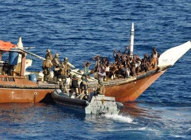Piratas somalis libertam 26 marinheiros mantidos em cativeiro desde 2012