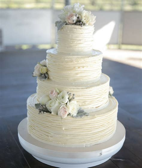 Wedding Cake Trends for 2018   Cakes, Favours & Guest Books