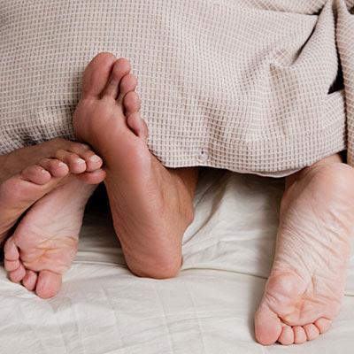 couple-feet-sheets