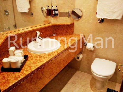 Radisson Blu Edwardian Hotel 03 - Bathroom
