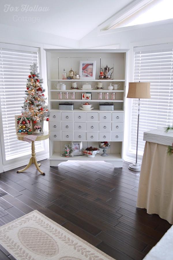 Cottage Sun Room - Christmas Home Tour