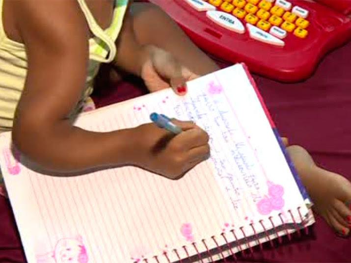 Ela contou que a mãe é sua paixão e também escreveu uma carta de agradecimento para a avó.— Eu sei que a senhora está lutando para alimentar os seus filhos e os netos