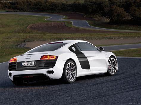 Audi R8 V10 5.2 FSI quattro (2010)   picture 21 of 66