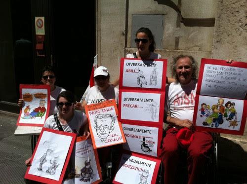 Una colorita manifestazione di persone disabili a Roma, giugno 2011