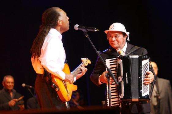 Dominguinhos e Gilberto Gil - Fonte - www.premiodemusica.com.br