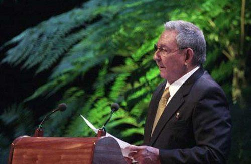 Raúl Castro pronunciando un discurso
