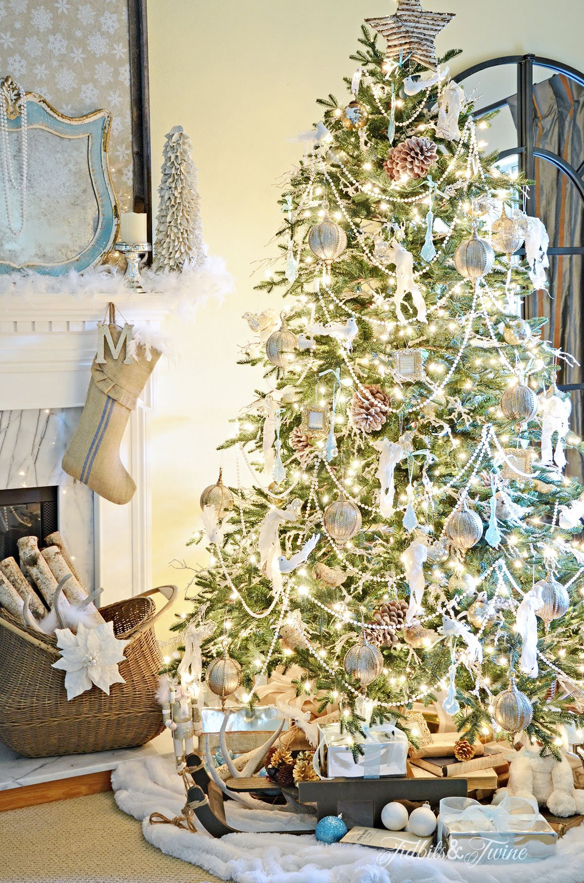 TIDBITS&TWINE French Vintage Christmas Tree with Pearl Garland 2015