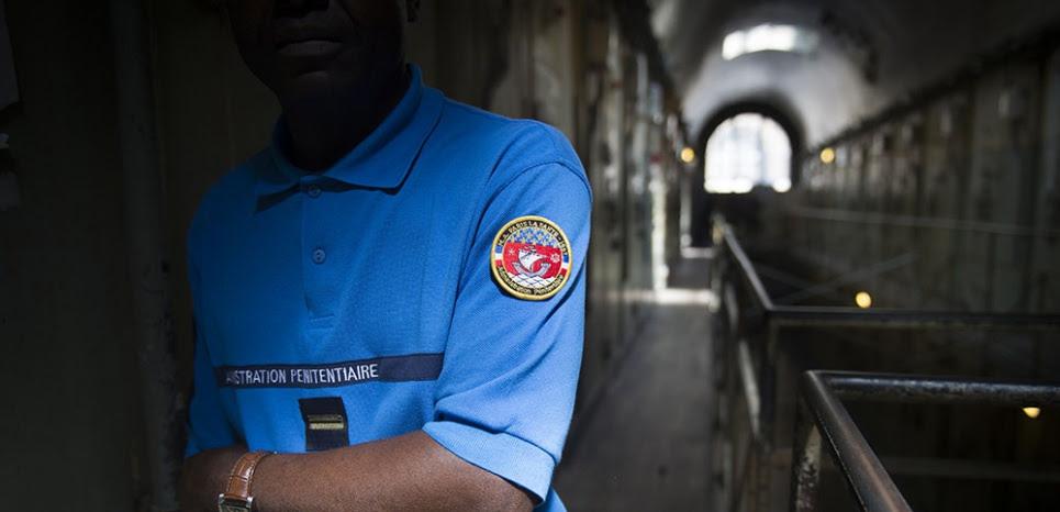 Résultats de recherche d'images pour «gardien prison»