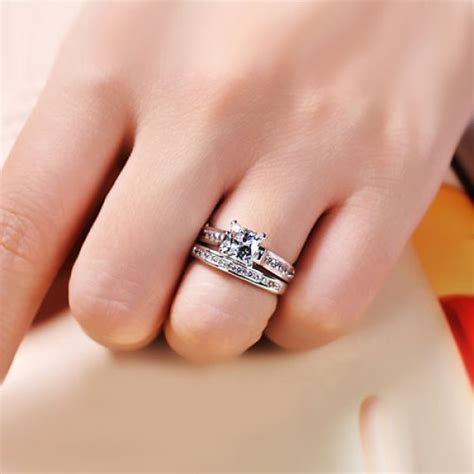 How to Wear Wedding Ring   StyleWile