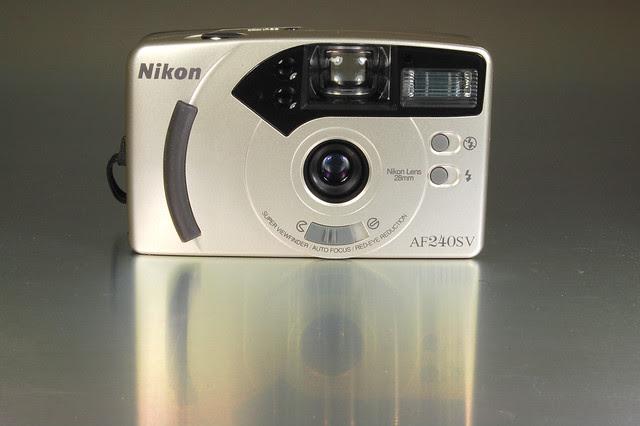 Nikon AF240S V