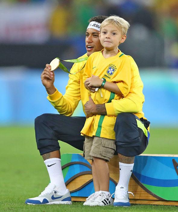 Brazil 1 Germany 1 5 4 on pens Neymar inspires hosts