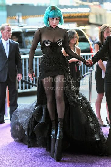 2011 CFDA Awards' Red Carpet