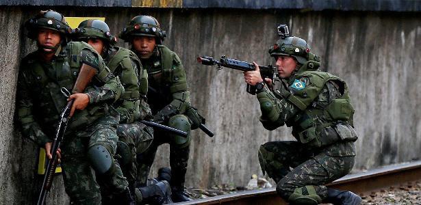 Além de integrantes da Marinha, Aeronáutica e Exército, a Justiça Militar da União também julga civis que cometem crimes contra militares em serviço e contra as Forças Armadas