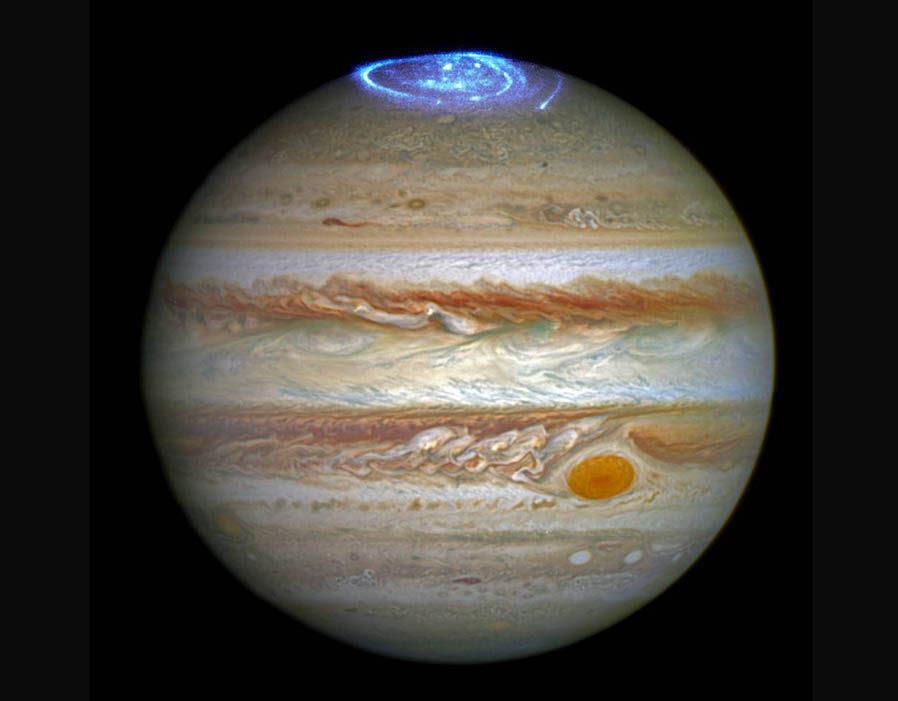 Hubble cattura aurora più grande della Terra vorticoso al polo nord di Giove
