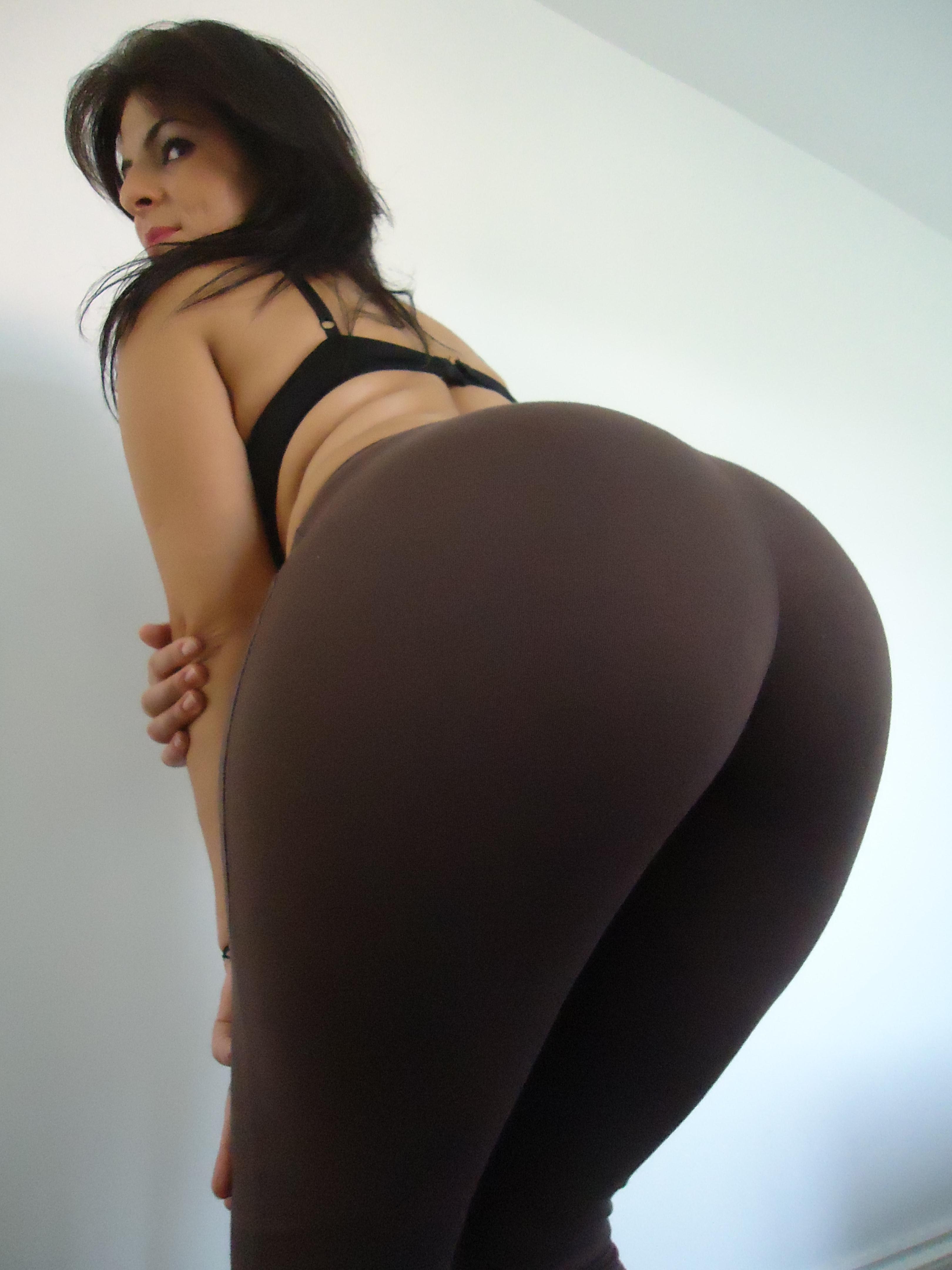 Big Ass Twerking Naked Solo