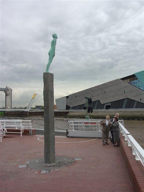 Voyage sculpture in Hull