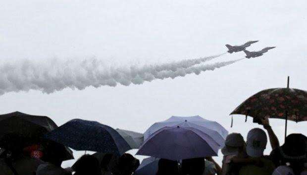Angakatan Udara Singapura Unjuk Kebolehan Jelang 50 Tahun Kemerdekaan