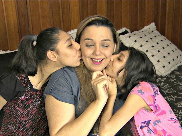 Mãe diz que filhas com microcefalia são presentes (Foto: Reprodução/Rede Amazônica)