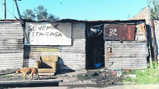 VILLA INFLAMABLE. EN AVELLANEDA, MUY CERCA DE LA CIUDAD DE BUENOS AIRES, SE REPITEN LAS CONSTRUCCIONES PRECARIAS Y LAS CARENCIAS DE TODO TIPO ESTAN A LA VISTA.