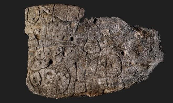 Позабытая каменная плита оказалась древнейшей картой в Европе
