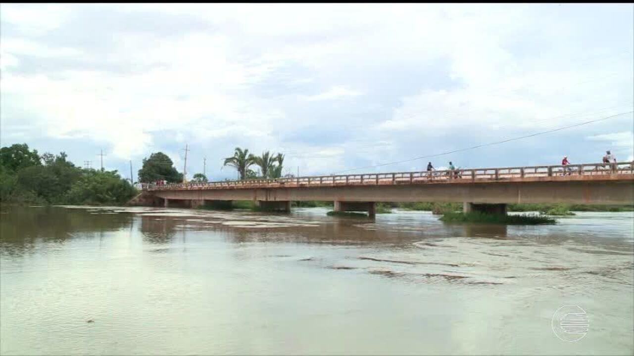 Resultado de imagem para enchente no rio paranaiba