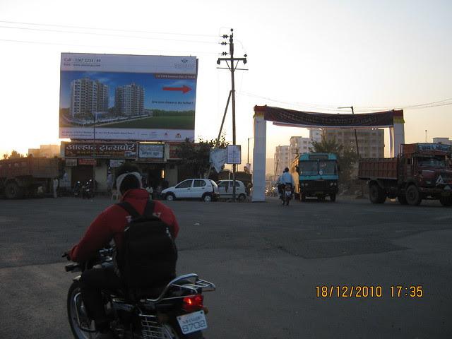 Visit to Wisteriaa - 2 BHK & 3 BHK Flats, at Bhumkar Wasti, near New Poona Bakery, at Wakad Pune 411 057 - Aditya Birla Hinjewadi Road and Mumbai Bangalore Highway Junction - Road to Marunje