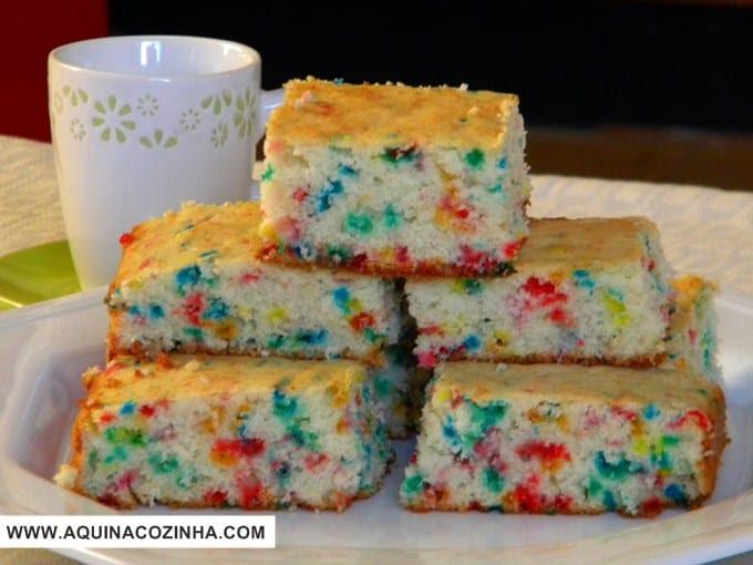 Resultado de imagem para bolo colorido diferente e gostoso