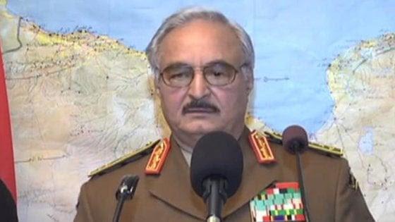 """Libia, il generale Haftar: """"Non riconosco il governo di Tripoli"""""""