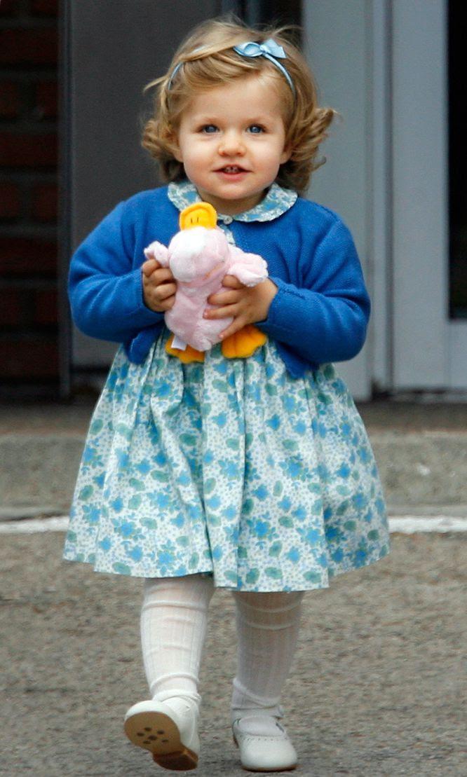 Leonor ,a la salida de la clínica Ruber Internacional de Madrid, donde visitó a su hermana recién nacida, la infanta Sofía, el 1 de mayo de 2007.