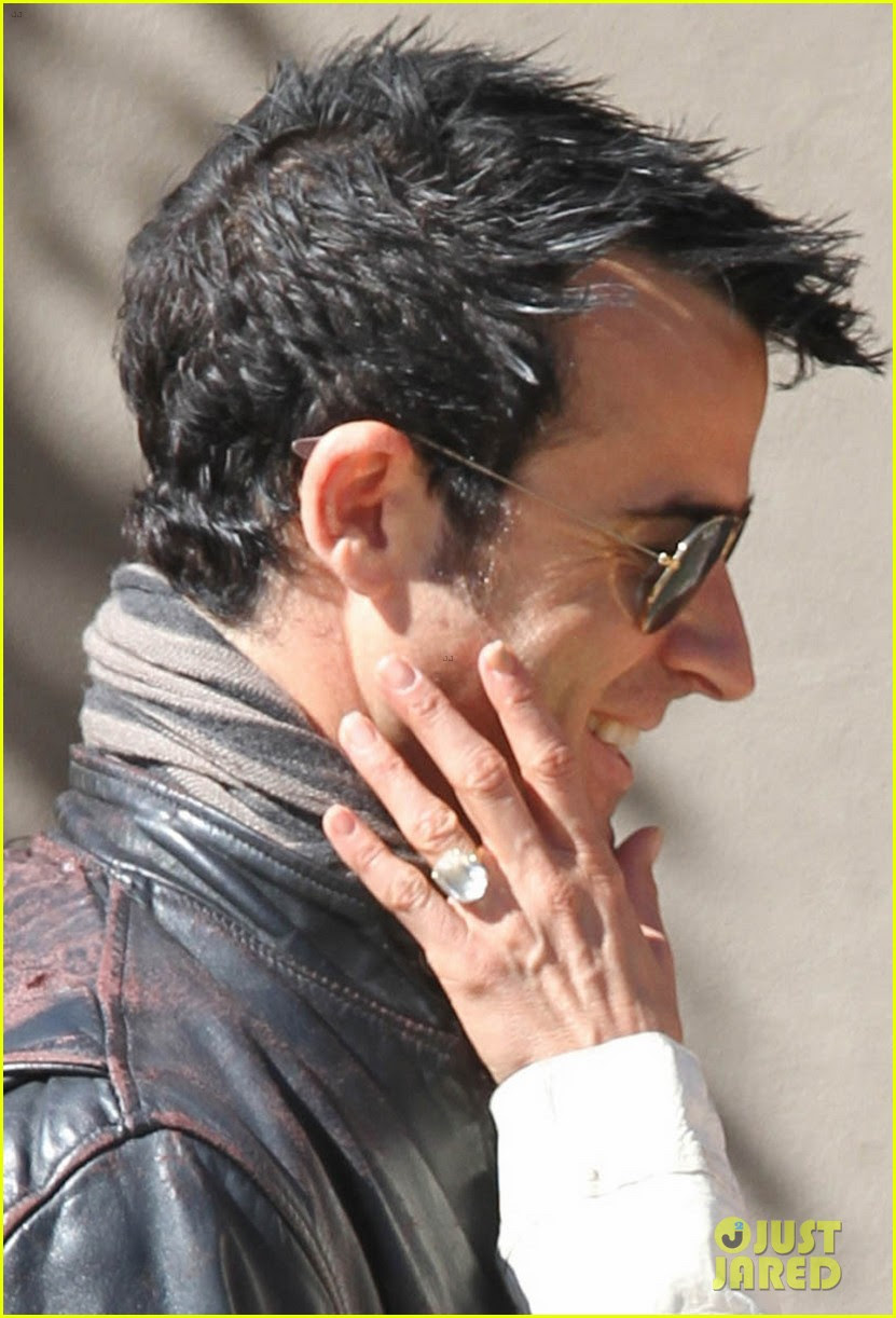 jennifer aniston flashes engagement ring with justin theroux 04