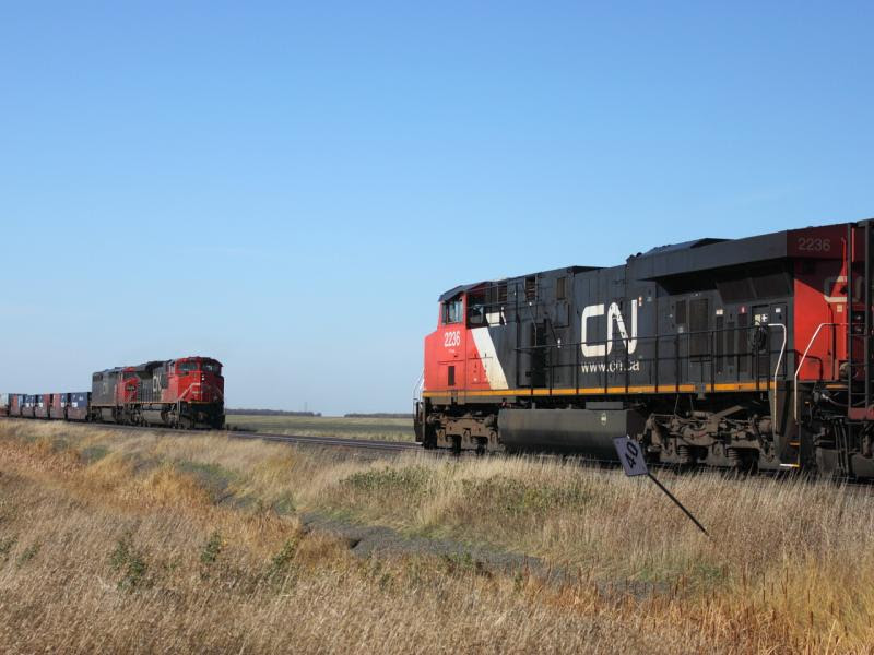 CN 2236 meets CN 8915 in Winnipeg