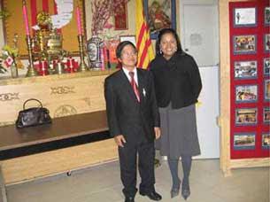 Bà dân biểu Thái Thị Lạc và giáo sư Nguyễn Chính Kết, hình chụp tại Canada năm 2009. Photo courtesy of danchu.ucoz.com