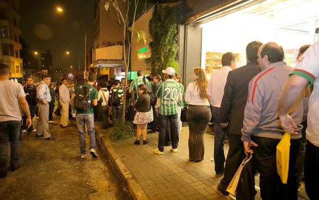 Filas para comprar o livro do Palmeiras (Foto: Divulgação)