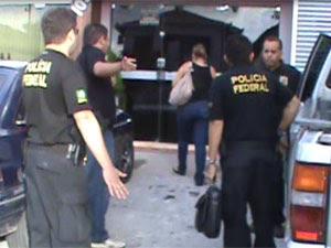 Polícia Federal durante a Operação Dublê em João Pessoa, Paraíba (Foto: Abrantes Júnior/Paraíba FM)